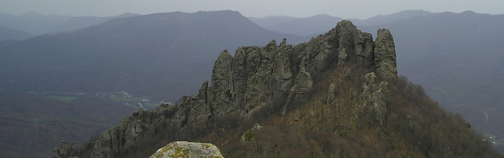 Более 120 скалолазных маршрутов и 25 тред-линий