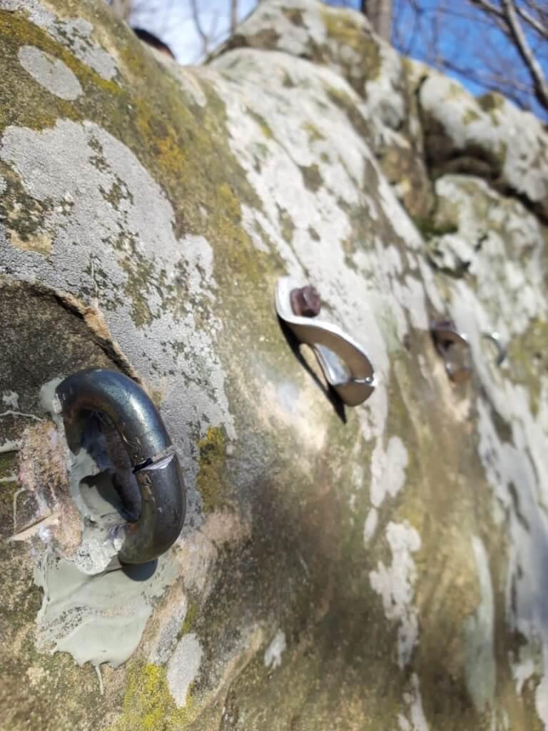 Срезаны анкера в Каменном Карьере